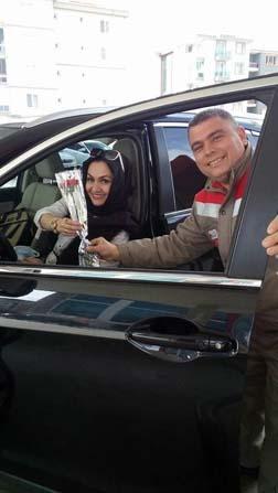 Uşak'ta yakıt almaya gelen kadınlara hoş sürpriz