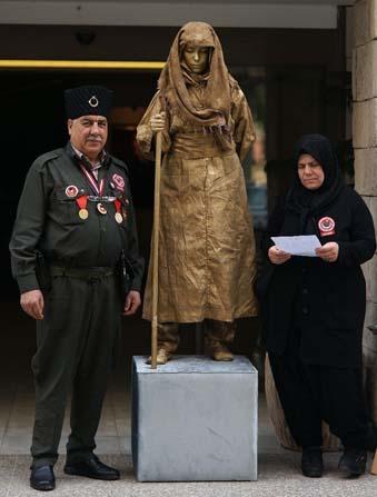 Kadın kahramanlar canlı heykellerle anıldı