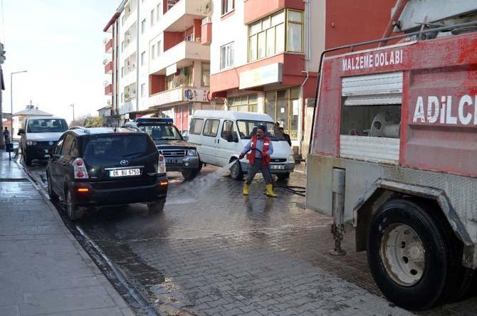 Adilcevaz'da yol yıkama ve temizlik çalışması