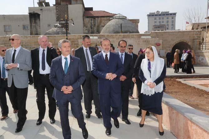 Diyanet İşleri Başkanı Mehmet Görmez Şıh Meydanını gezdi