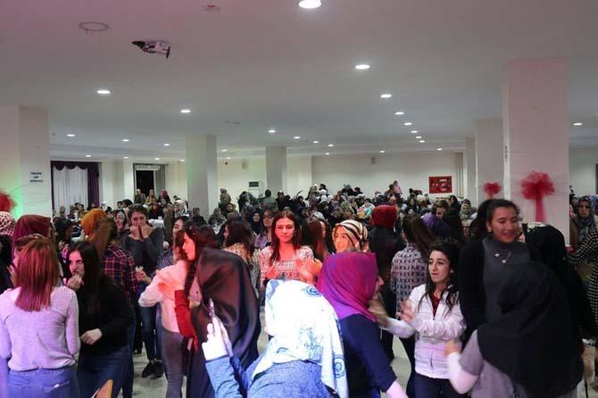 Pazaryerili kadınlar Hilal Coşgun'la unutulmaz bir akşam yaşadı