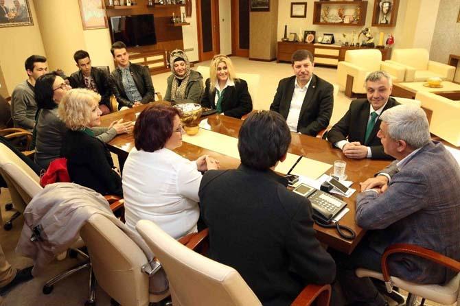 Başkan Karaosmanoğlu, dernek başkanları ve yönetimlerini makamında ağırladı