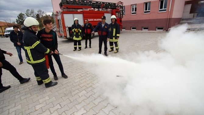 Lisedeki yangın, deprem ve personel tahliye tatbikatı gerçeğini aratmadı