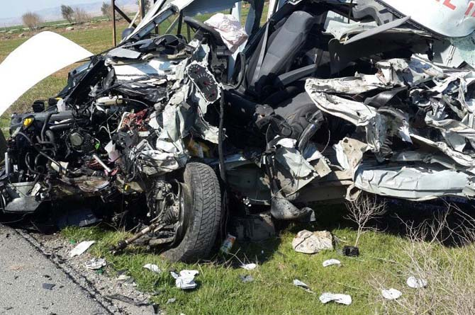İpekyolu'nda trafik kazası: 1 ölü, 10 yaralı