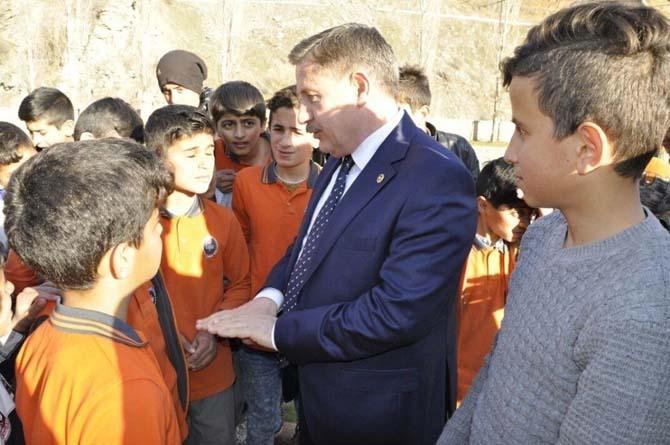 AK Partili Özbek, öğrencilere verdiği sözü tuttu