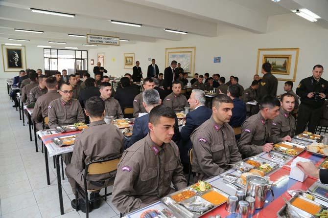 Vali Kamçı İl Jandarma Komutanlığını Ziyaret Etti