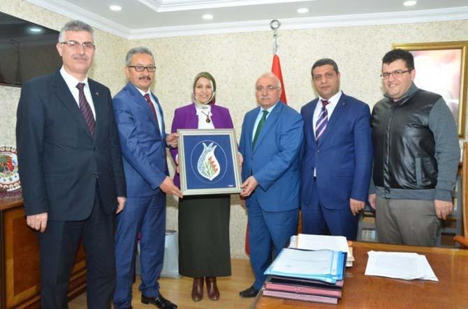 Türkiye'nin ilk başörtülü il müdürüne eski mesai arkadaşlarından ziyaret
