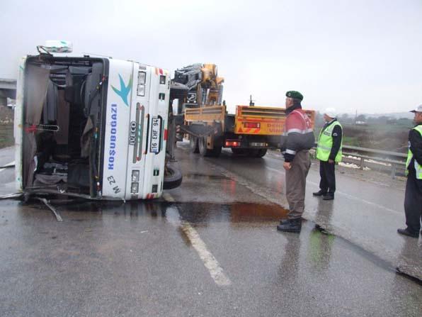 Bursa'da yolcu minibüsü kazası yürekleri ağızlara getirdi