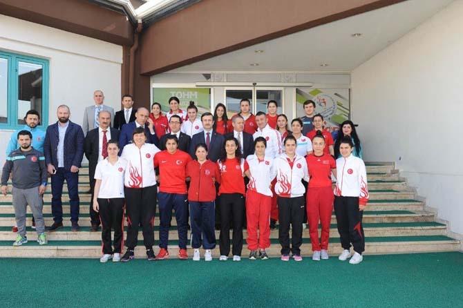 Bayan boksörler olimpiyat için Trabzon'da yumruk sallayacak