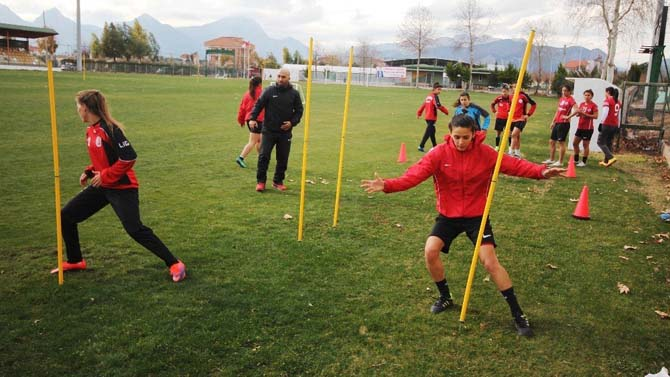 Döşemealtı Kadın Futbol Takımı'ndan Fair-Play örneği