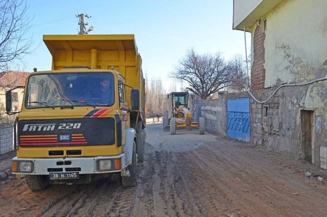 Bünyan Belediyesi yol bakım onarım çalışmalarına devam ediyor