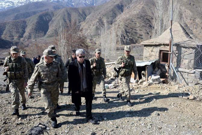 Bitlis Valisi Çınar, operasyonların yoğun yaşandığı Sehi Ormanları bölgesinde inceleme yaptı
