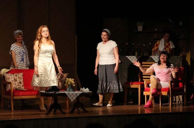 Kadınların dostluk hikayesi sahnede