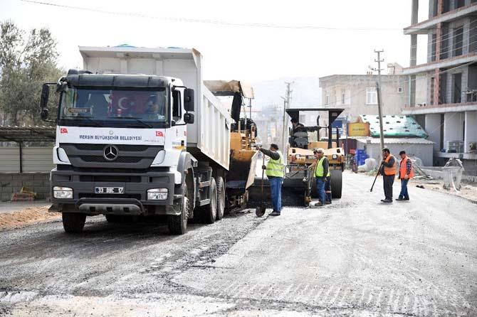 Büyükşehir Belediyesi'nin ilçelerdeki asfalt çalışmaları devam ediyor