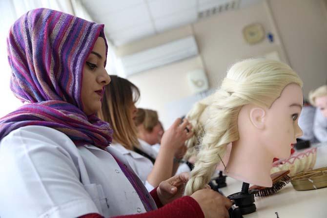 Bucalı kursiyerlerden muhteşem saç tasarımları