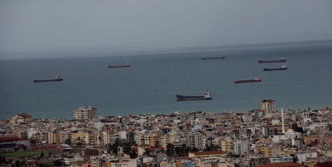 Yük gemileri İskenderun Körfezi'ne sığındı