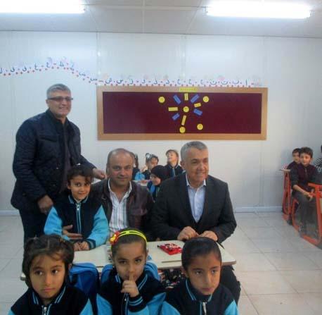 OMÜ Hatay'da Suriyeli küçük öğrencileri kucakladı