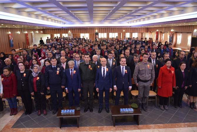 Sarayköy'de öğrenciler ve öğretmenler İstiklal Marşı için bir araya geldi