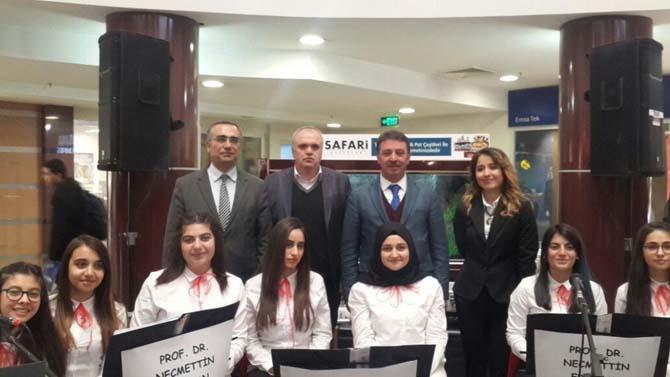 Lise öğrencilerinden Palerium AVM'de kurtuluş etkinliği