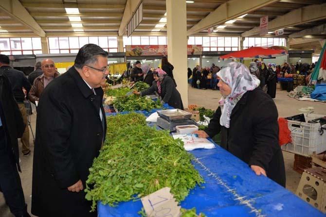 Başkan Yağcı Kapalı Pazar'da referandumu anlattı