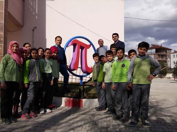 -Dünya Pi Gününde ortaokula 'Şampiyon Pi' heykeli