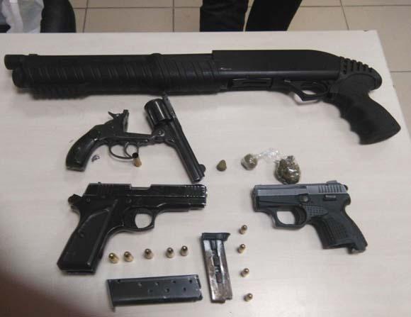 Sakarya'da çok sayıda silah ve uyuşturucu ele geçirildi