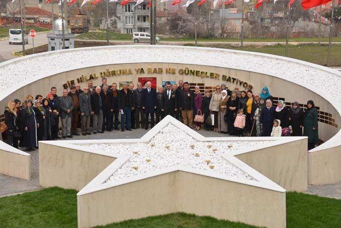 Şehit ailelerinden Şehitler Anıtına ziyaret