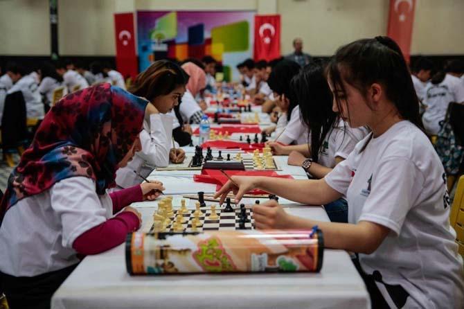 Çanakkale şehitleri anısına satranç turnuvası düzenlendi
