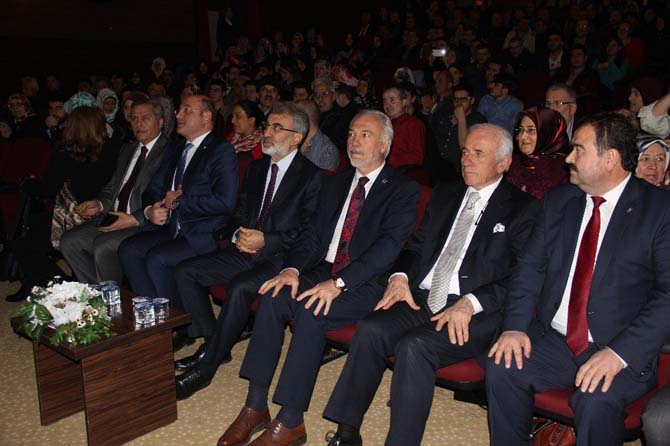 Taner Yıldız: Büyüyen Türkiye'nin kendi halinde kalan bir anayasası olmaz