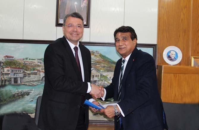 Silifke Belediyesi ile Belediye-İş Sendikası arasında toplu iş sözleşmesi imzalandı