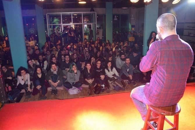 Alpay Erdem, Alternatif Sahne'de gençleri kahkahaya boğdu