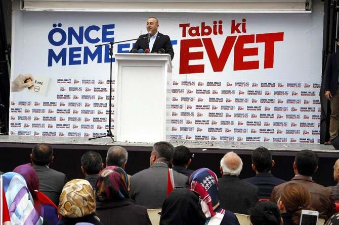 """Bakan Çavuşoğlu: """"Benim oradaki vatandaşlarıma ikinci seviye muamele yapamazsın"""""""