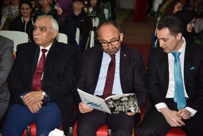 Lise öğrencileri, Yazar Mustafa Turan ile buluştu