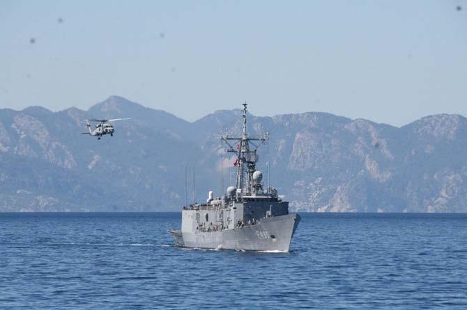 Askeri gemiler Çanakkale zaferi için seyre çıktı