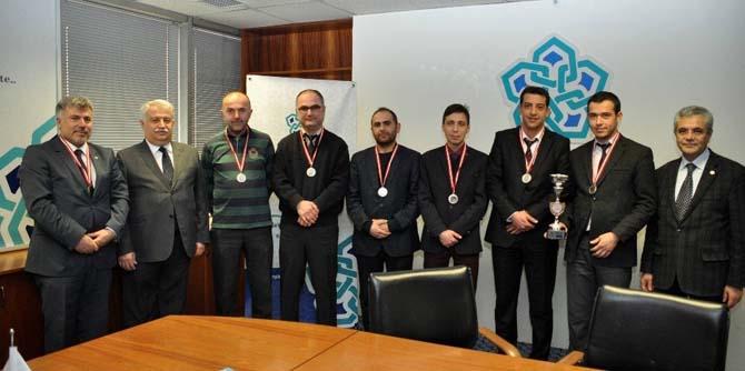 NEÜ sporcu öğrenci ve personelleri ödüllendirildi