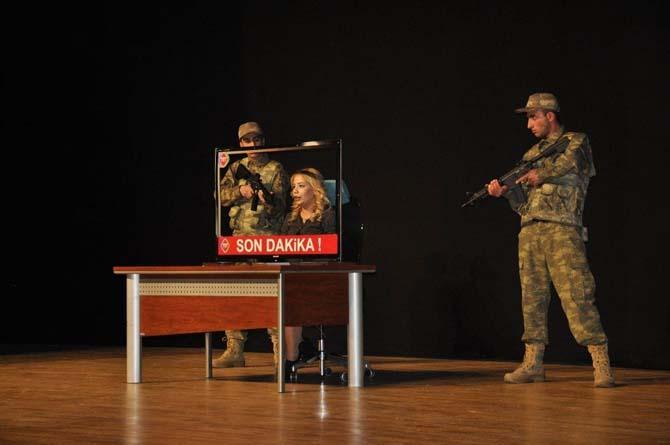 Diyarbakır'da 15 Temmuz şehitleri anısına tiyatro gösterimi yapıldı