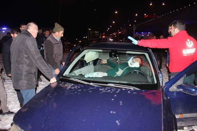 8 kişinin yaralandığı kazada onlar kurtardı, vatandaşlar izledi