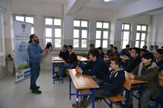 Kocaeli'de öğrenciler karikatür sanatının inceliklerini öğreniyor