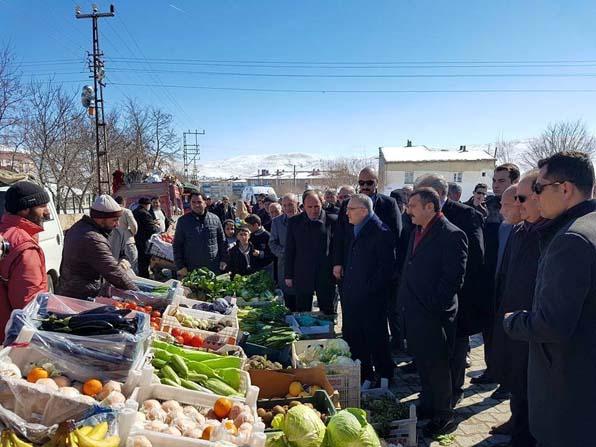 Bakan Ağbal, Bayburt'ta halk pazarını ziyaret etti