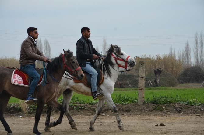 Atlar Kocagür'de Çanakkale şehitleri için koştu