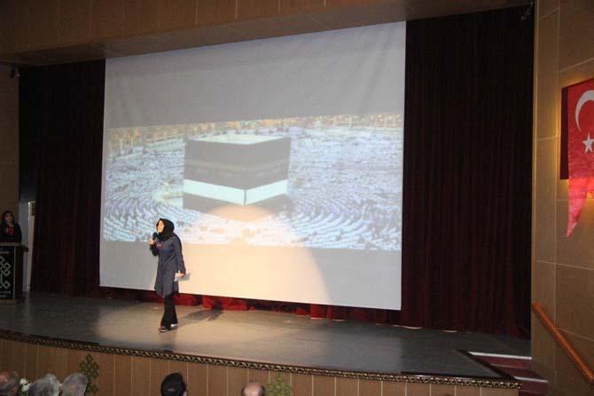 Lise öğrencilerinin Çanakkale Şehitlerini Anma etkinliğinde