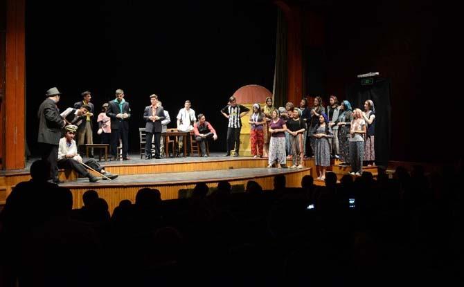 Osmangazi Belediyesi tiyatrocuları seyirciyle buluştu
