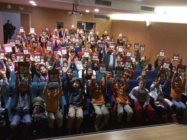 Beyoğlu'nda çocuklar sevdiği yazarlarla buluşuyor