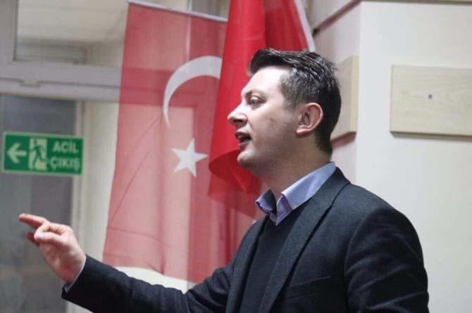 AK Parti Odunpazarı teşkilatı vatandaşlara halk oylamasını anlatıyor