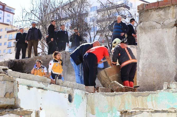 Hurda toplarken yıkılan duvarın altında kaldı