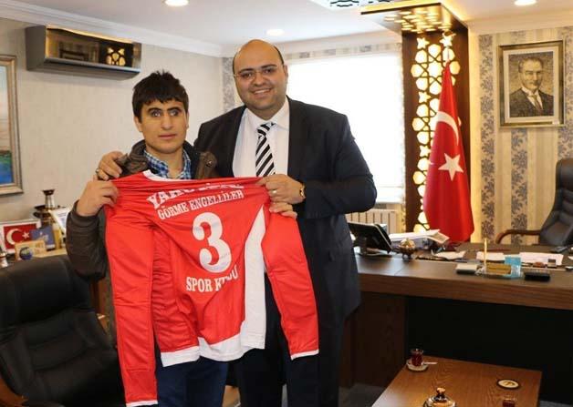 Başkan Orhan'dan engellilere forma desteği