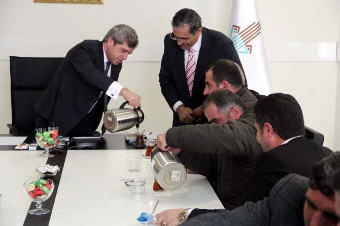 Vali Çınar, esnafla 'dere üstü' projesini konuştu