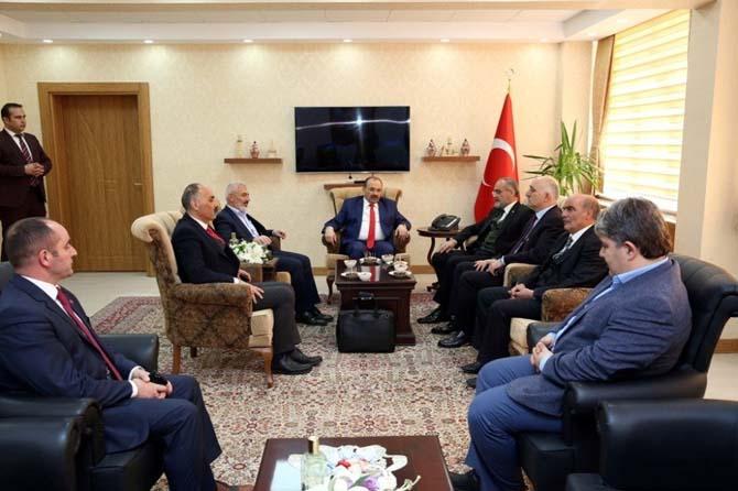 Cumhurbaşkanı Başdanışmanı Yalçın Topçu, Vali İsmail Ustaoğlu'nu ziyaret etti