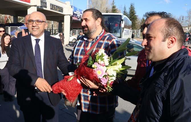 """ERÜ'de """"Vatan Sevgisi ve Milli Şuur"""" Kapsamında İlk Öğrenci Kafilesi Çanakkale'ye Uğurlandı"""