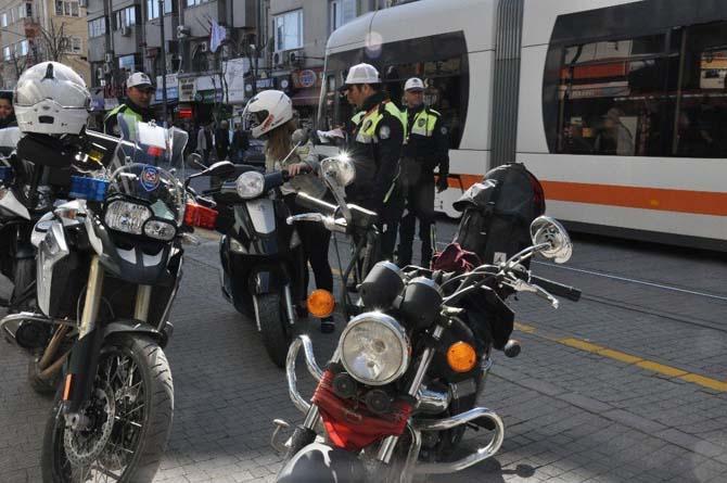 Tramvay yolunda motorlu araçlara uygulama